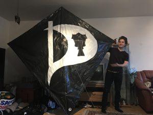 Draken, mk1. 2,4m hög och bred med ett stolt isländskt P på målat!